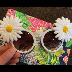 Nice Daisy sunglasses